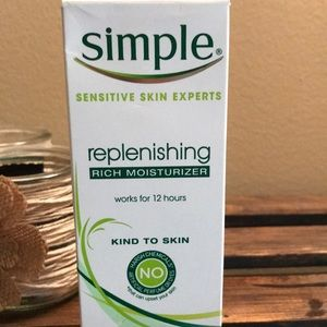 Simple Makeup - NEW Simple Replenishing Rich Moisturizer